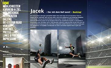 Partner_Fußball-Freestyler Jacek der mit dem Ball tanzt