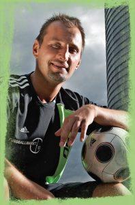 Ballakrobat Jacek der mit dem Ball tanzt aus Bonn